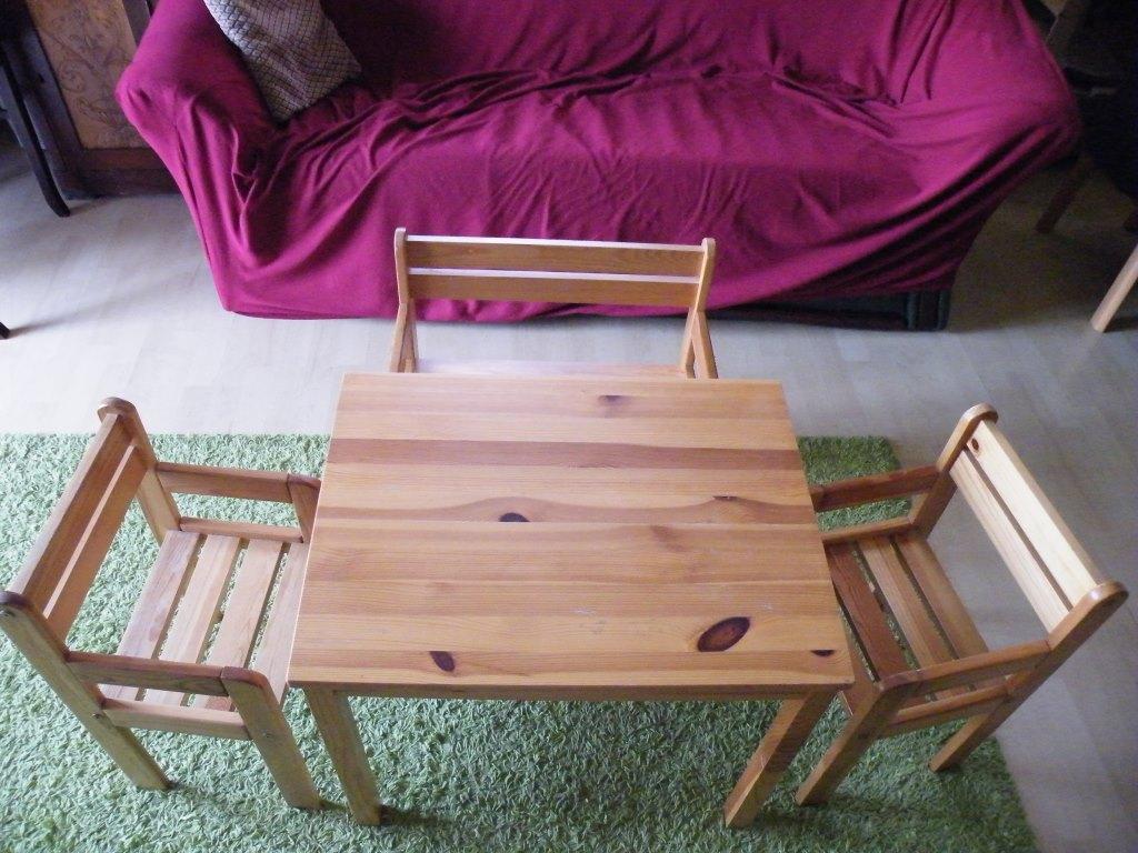 KIKA-s fa gyerekasztal + 2 szék + pad / bútorok / Fórum