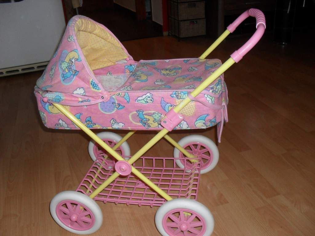 Két Baby Born babáinkat eladnánk. Plusz kiegészítőkkel. Van még bölcső és  babakocsi is c25ff65f41