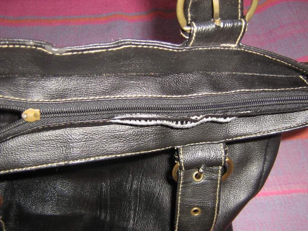 cc00e96b23 MOST: 1490,- ************- Nagy, pakolós vállra (is) akasztható táska.Mérete:  40x40 cm-es. Belső és oldalsó zsebbel. Csak cippzárja rendesen működik, ...