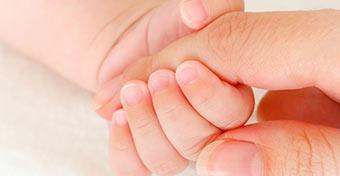 Jól van a testen kívüli szívvel született kislány