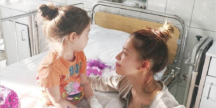 Caramel kislánya súlyos beteg