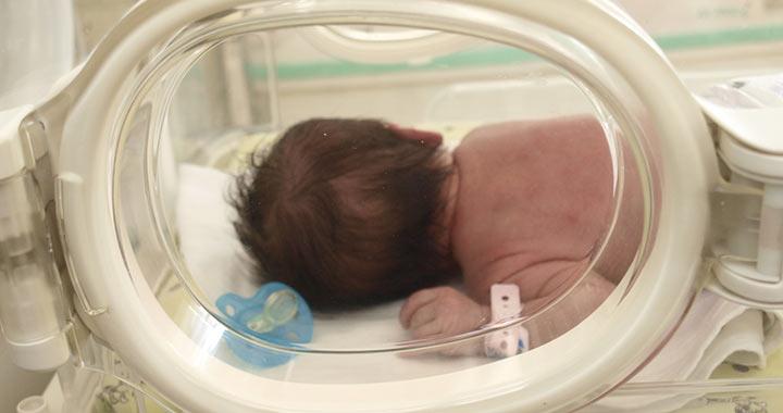 Egészséges újszülött kislányt találtak a Jahn Ferenc Kórház inkubátorában