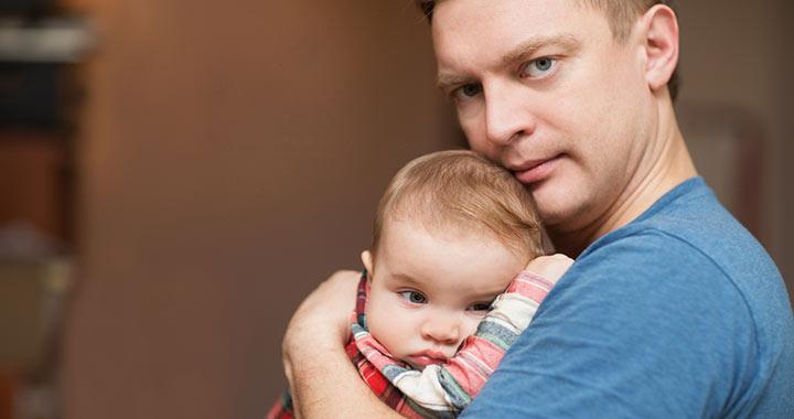 Az apáknál is vizsgálni kéne a szülés utáni depressziót