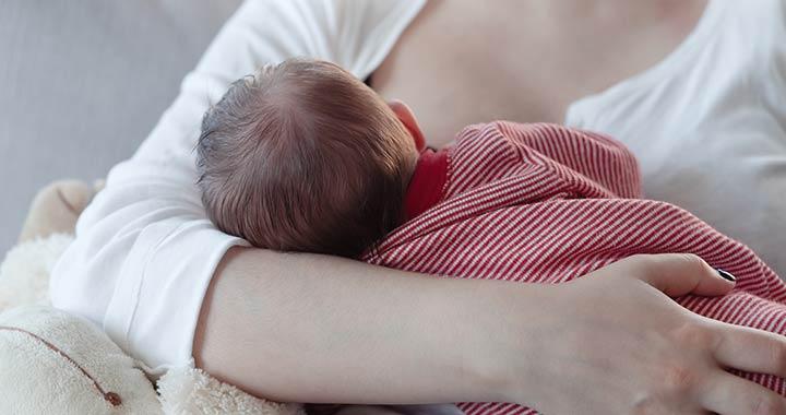 Szoptatás: a baba helyes mellretétele