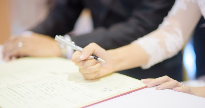Házasságkötéskor így változhat a nevünk