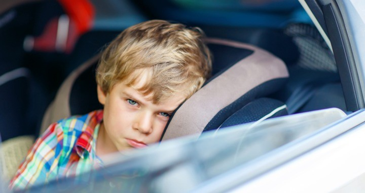 Mit tehetsz, ha a gyerek rosszul van az autóban?