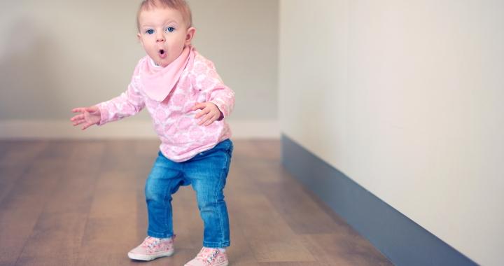 Mi ez a cuki ügyetlen mozgás a totyogóknál?
