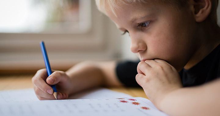 Alvásproblémát, hasfájást is okozhat az iskolakezdéses szorongás