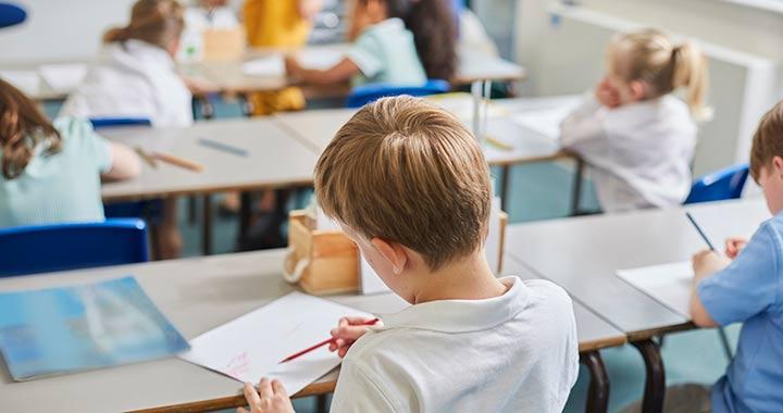 Sosem volt még ekkora tanárhiány, de iskolaőr sincs elég