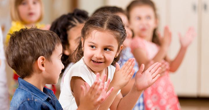 Montessori-tippek, hogy jobban boldoguljon a többi gyerek között