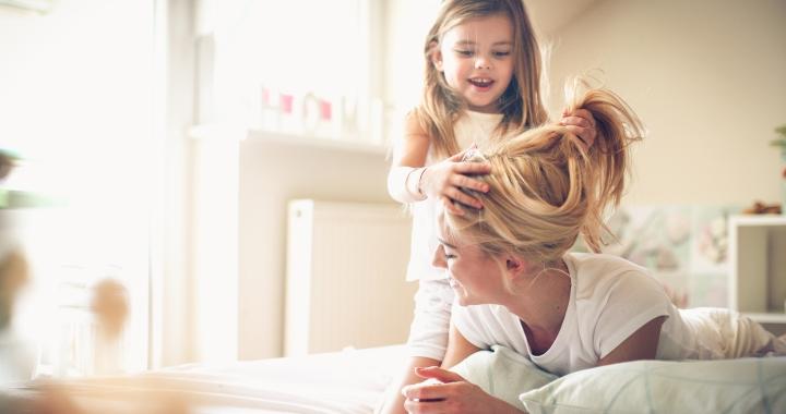 Szülés utáni hajhullás: mi segíthet?