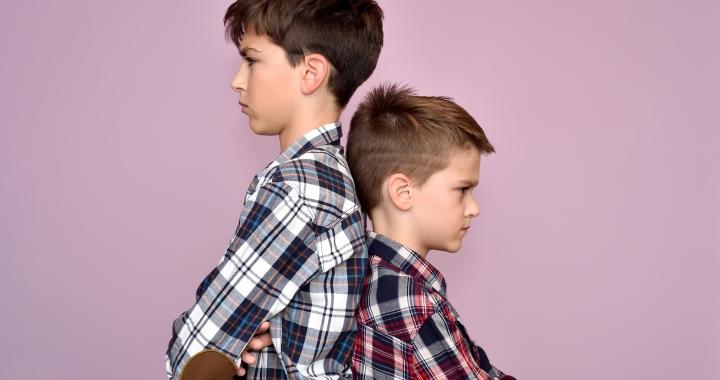 7 módszer, ami segíthet véget vetni a testvérek közti vitatkozásnak