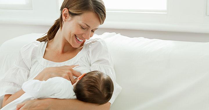 A szoptatás alatt fogyasztott cukros italok befolyásolhatják a baba agyfejlődését