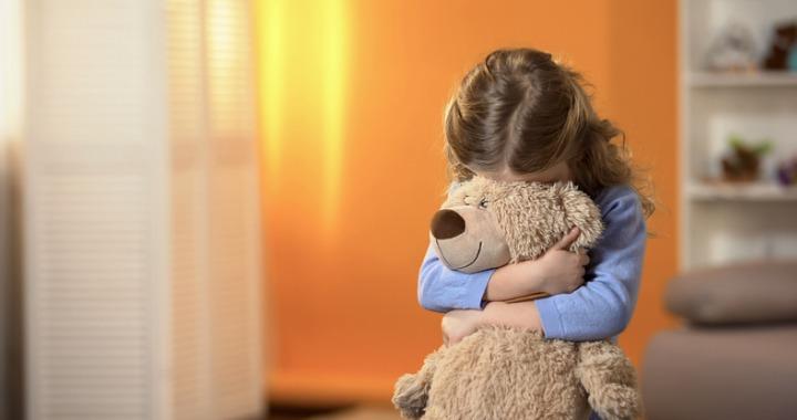 Miért lesz egy gyerek félénk, és hogyan támogathatjuk?