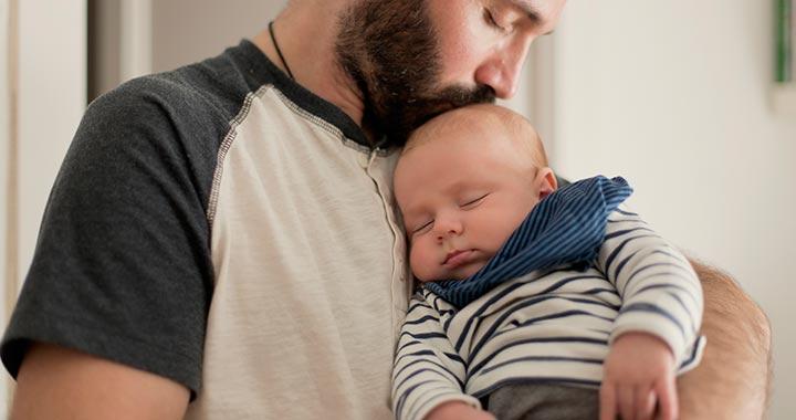 Kötelező lesz minden apának kivennie egy hét apaszabadságot Franciaországban