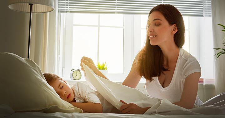 Az anya is boldogabb, ha korán fekszik a gyerek