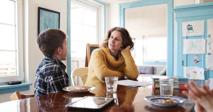 Hogy lehet tiszteletteljesen megkérni a kis fecsegődet, hogy egy kicsit kevesebbet beszéljen