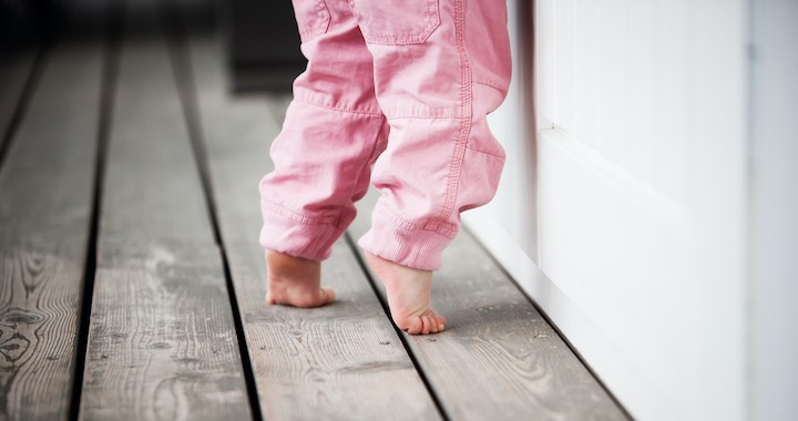 Miért jár a kisgyerek lábujjhegyen?