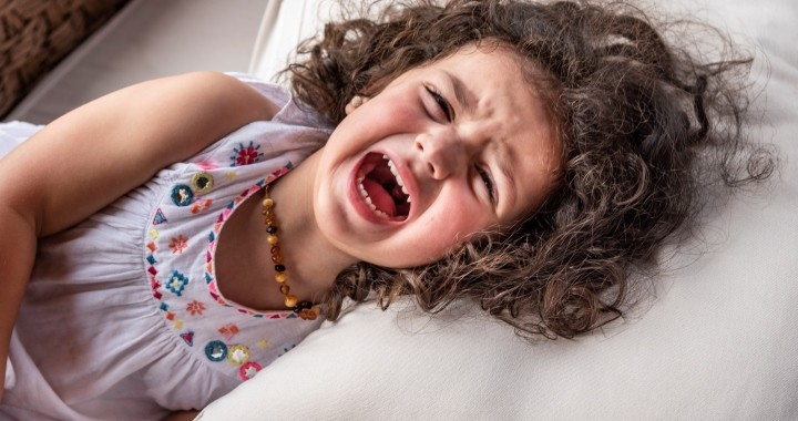 Így jelzi a kisgyerek, ha stresszes