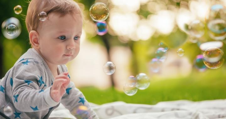 Szenzoros játékok, amiket nyáron játszhatsz a babával