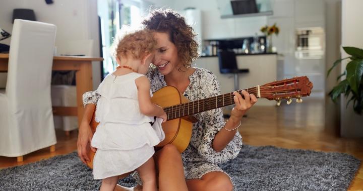 Zenei tevékenységek, melyek segíthetik a gyermeked fejlődését