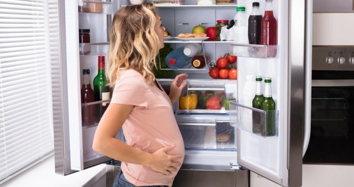 Tiltólistás ételek várandósság alatt: komolyabb bajt is okozhatnak